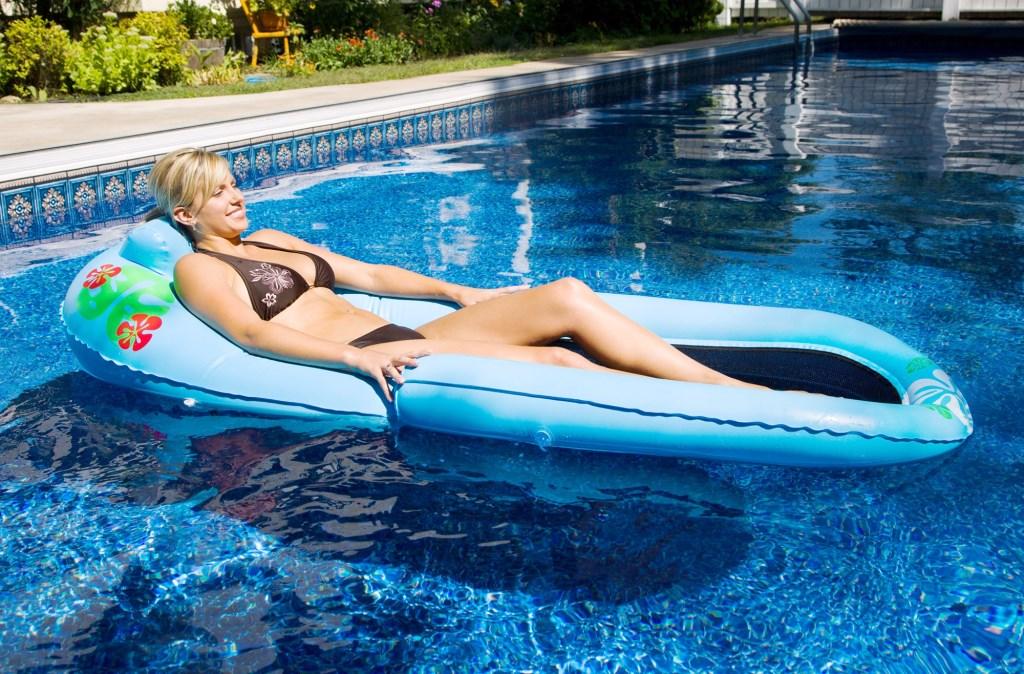 Матрас надувной для отдыха на воде